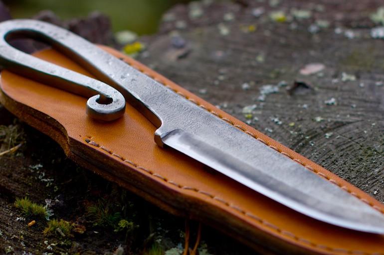 Цельнокованный нож 21 и кожаные ножны